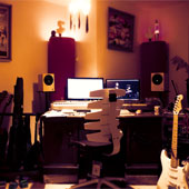 Mein Studio in Berlin-Blankenburg. Eine entspannte Atmosphäre ermöglicht das kreative Arbeiten an neuen Musikstücken - manchmal auch in der Nacht.